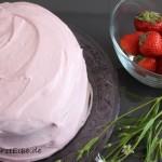 Erdbeertorte mit viel weißer Schokolade