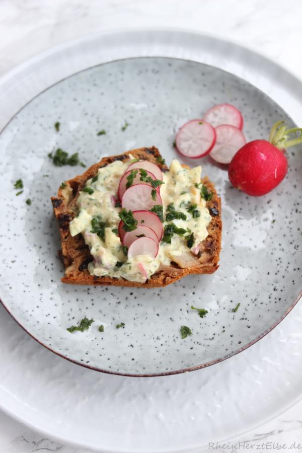 Frühstück_Walnussbrot mit Hähnchenaufstrich_Rheinherztelbe_2