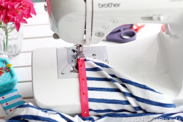 DIY Upcycling Sweatshirt Reissverschluss rheinherztelbe 6