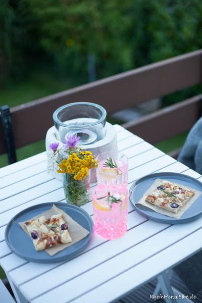 Flammkuchen mit Camembert Birne und Trauben Rheinherztelbe 3