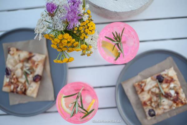 Titelbild Flammkuchen mit Camembert Birne und Trauben RheinherztElbe