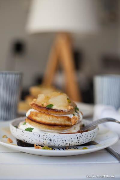 Pancakes mit Apfel-Birnen-Kompott Rheinherztelbe