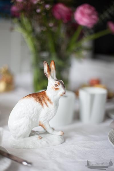Festlich gedeckter Tisch zum Osterfest | Naked Cake mit Vanille - Mascarpone - Füllung