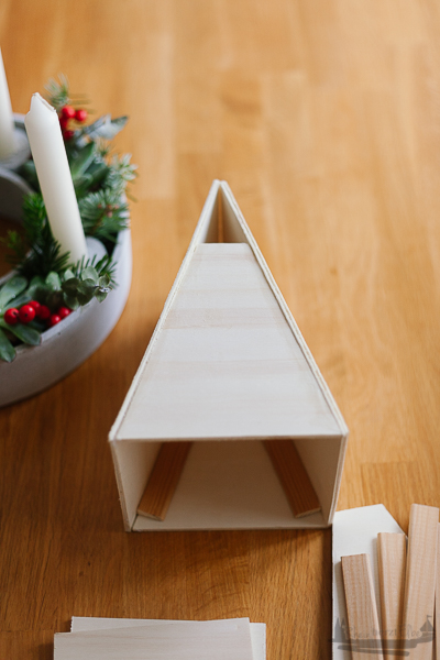 Create yourself a merry little christmas | DIY Idee Räucherhäuschen aus Holz